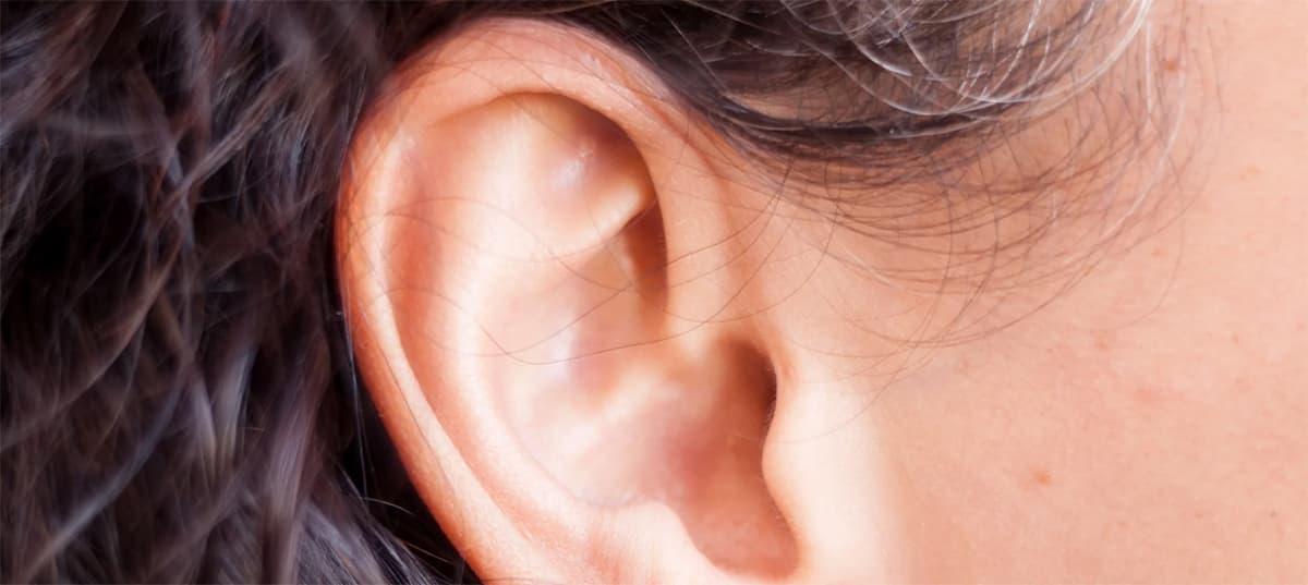 Da cosa dipendono le squame nelle orecchie?